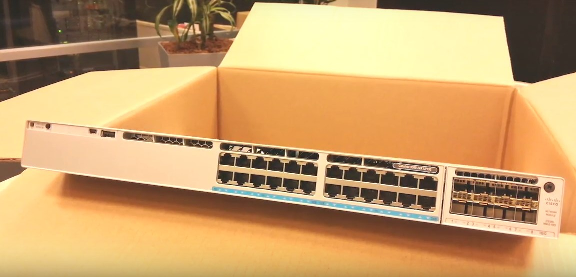 Switch Cisco C9300-24UX-A Catalyst 9300 24-port mGig and UPOE, Network Advantage